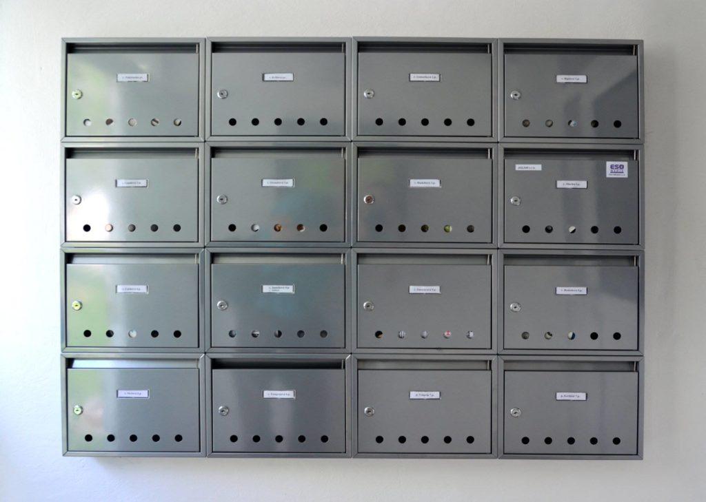 Nové namontované schránky