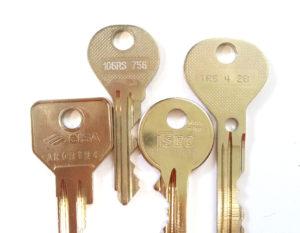 Originálne kľúče - majú vyrazené čísla